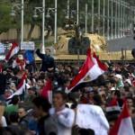Egipcios festejan renuncia de Mubarak