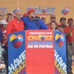 Los candidatos Hugo Chávez y Francisco Ameliach durante la concentración en la ciudad de Valencia, estado Carabobo.