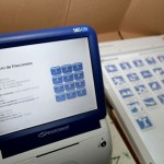 La máquina de votación es una de las estaciones de la herradura electoral. Foto: AVN