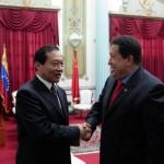 Presidente Chávez firma acuerdos con China