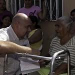 Ameliach dando la mano a los más necesitados