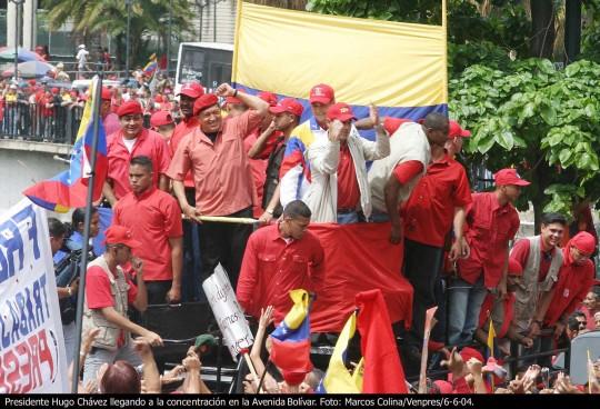 15 de agosto: 9 años de la aplastante victoria de Hugo Chávez en el referéndum revocatorio