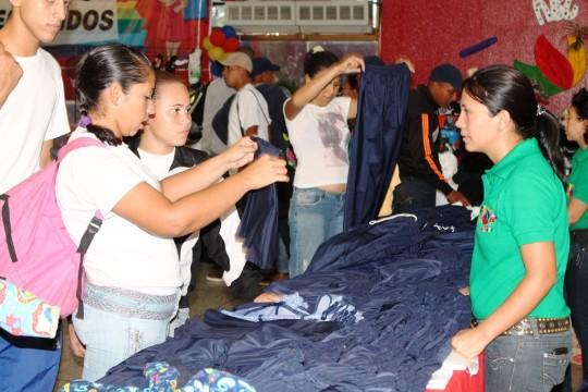 Ministra Hanson inauguró junto a Alejandro Fleming Feria escolar en Carabobo