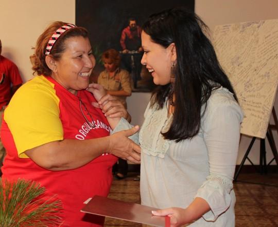 Entrega de financiamientos a Madres del Barrio