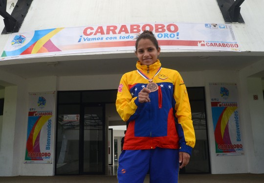 Gobierno Bolivariano recibió a triunfadora del Mundial de Lucha