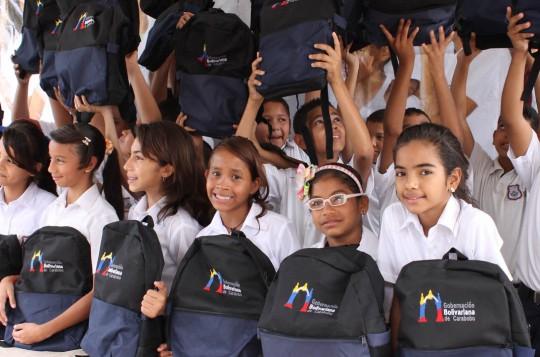 Alumnos del regino Peña recibieron Útiles Escolares