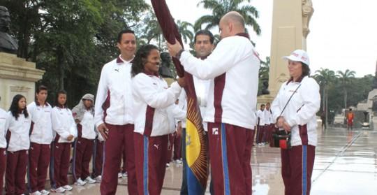 Ameliach abanderó delegación que nos representará en JDNJ 2013
