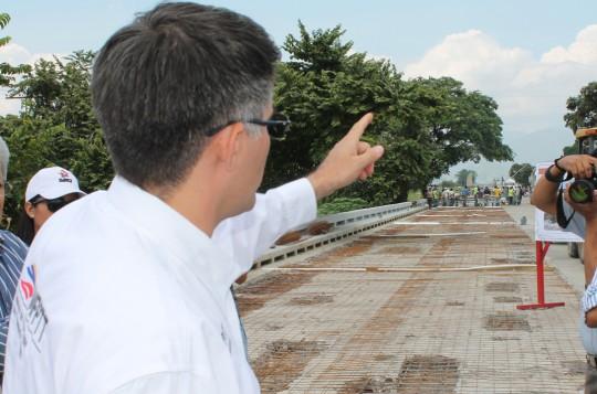 Ministro El Troudi inspeccionó trabajos en viaducto La Cabrera