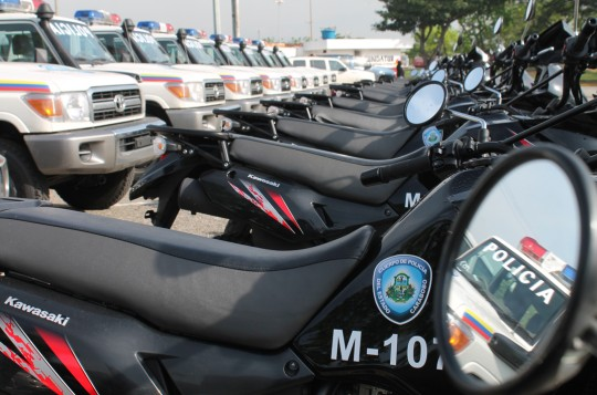 patrullas y motos