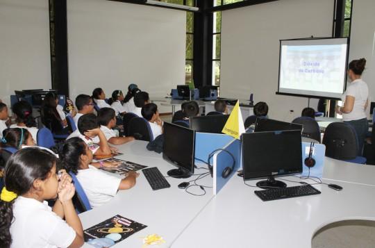"""Más de 2 mil 400 niños carabobeños estudiarán con el """"Astrobus"""""""
