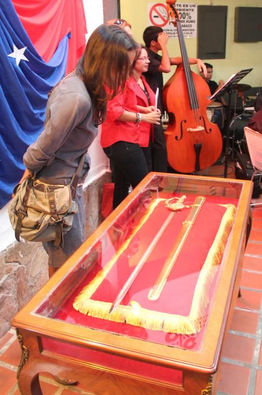 Espada de Bolívar llegó a la Biblioteca Manuel Feo La Cruz