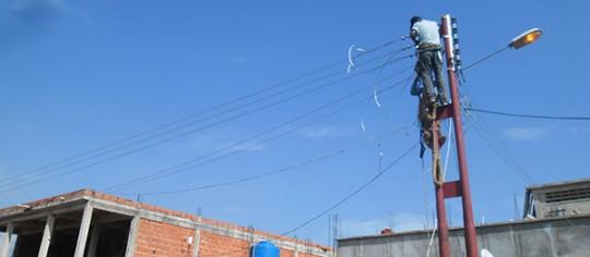 Gobierno de Carabobo construye  electrificación en sector Gran Valle
