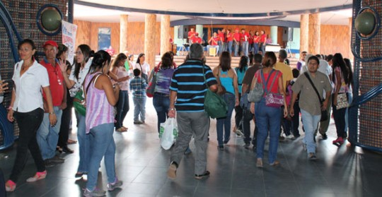 """""""Metro Cultura"""" deleitó con música y bailes  a usuarios del Metro de Valencia"""