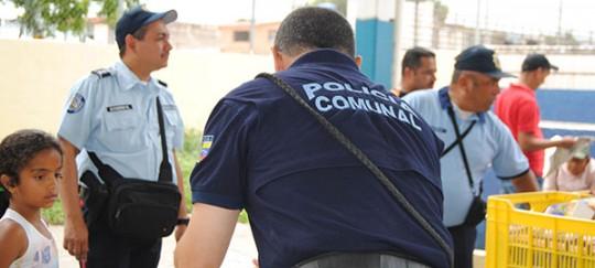 """Programa """"El policía y la navidad"""" inició en parroquia Candelaria de Valencia"""