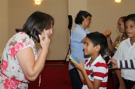 Gobierno regional entregó prótesis auditivas  a niños y adolescentes con discapacidad