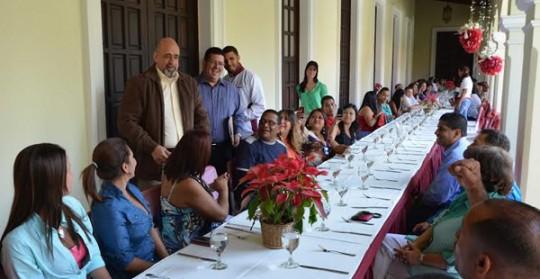Gobernador Ameliach compartió Navidad con Trabajadores del Capitolio