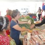 Gobernación continúa beneficiando familias Con precios justos en productos navideños