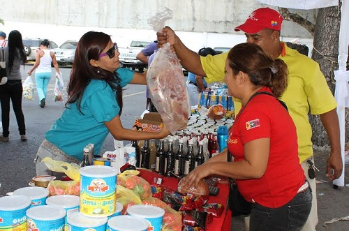 Trabajadores de Secretaría de Comunicación Beneficiados con Feria Navideña Mercal
