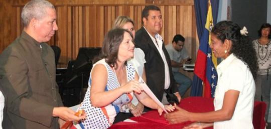 Gestión de Francisco Ameliach reconoció labor de 200 docentes carabobeños