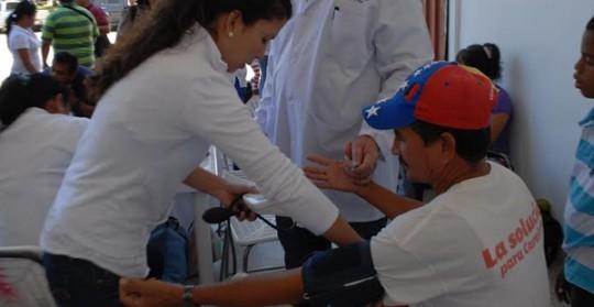 Atendidas más de 600 personas en jornada médica por la Paz y la Vida
