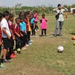 Beneficiados 100 niños y niñas con donación de balones de fútbol