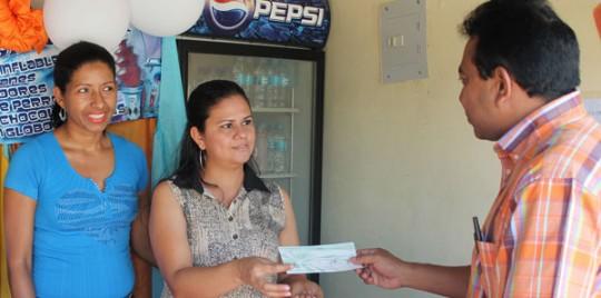Gobernación entregó 92 microcréditos a comerciantes de Valencia y Guacara