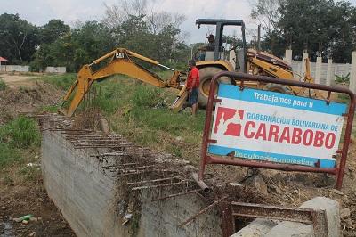 Gobernación de Carabobo limpia Caño Miranda