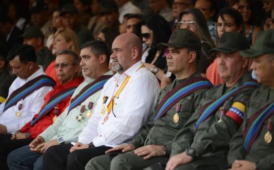 Gobernador impuso Orden Sol de Carabobo a oficiales generales y almirantes de la FANB
