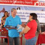 Gobierno carabobeño dotó de material de limpieza y papelería a 310 escuelas
