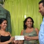 Gobernación entregó 276 microcréditos beneficiando a más de mil 300 personas
