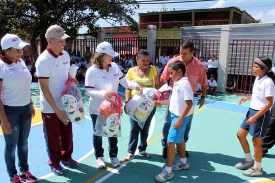 Gobernación benefició a  Mil 200 niños  con rehabilitación de dos canchas deportivas