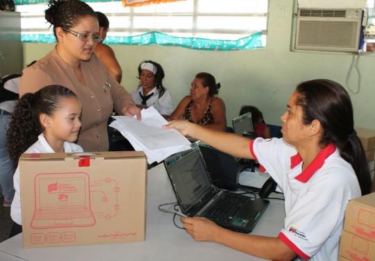 Más de 2 mil 600 niños de Valencia y eje oriental beneficiados con portátiles Canaimas