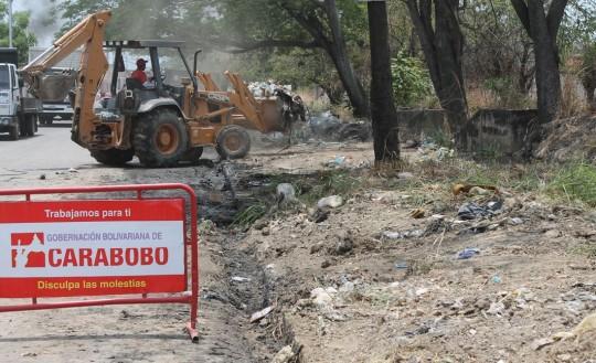 Gobernación de Carabobo realiza limpieza de canales al sur de Valencia