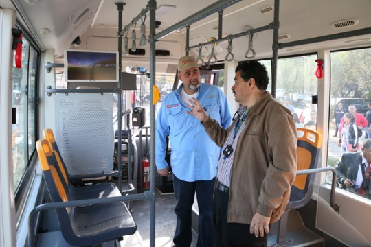 Entregamos 70% de equipamiento para comedor UC y dos autobuses
