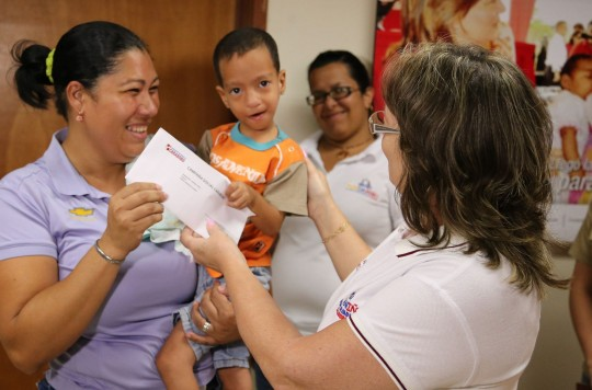 Gobierno de Carabobo entregó 45 ayudas médicas para niños