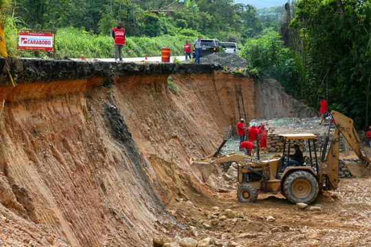 Gobierno de Carabobo repara falla de borde en Carretera Bejuma - Valencia