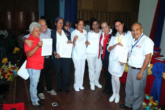 Gobierno de Carabobo entregó titularidad a más de 3 mil 700 trabajadores de Insalud