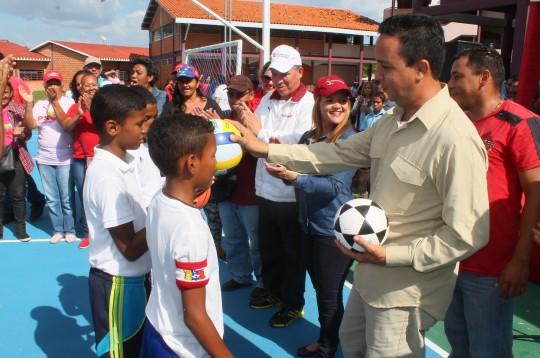 Gobernación continúa recuperando espacios deportivos en escuelas estadales