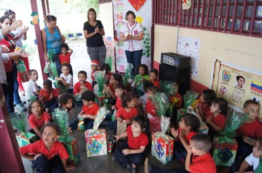 Gobierno de Carabobo entregó más de 600 juguetes en C.E.I. y Hogares Comunales