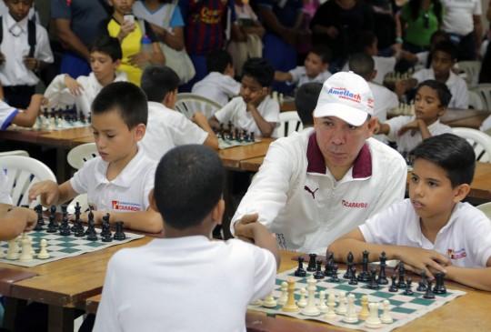 impulsamos práctica de ajedrez en escuelas estadales