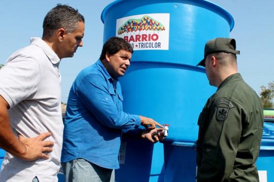 Entregamos mil tanques de agua y cinco cisternas más en eje costero
