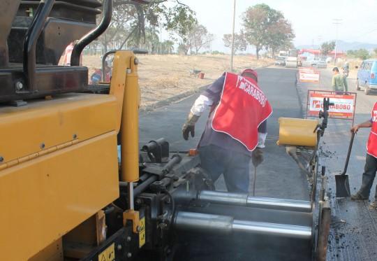 Aplicaremos más de 75 mil toneladas de asfalto Barrio Adentro