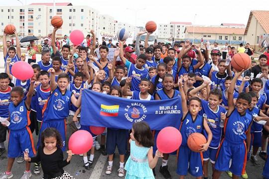 """Con colorido y alegría arrancaron I Juegos Populares """"Ciudad Chávez"""""""