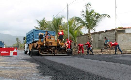 """Iniciamos asfaltado """"Barrio Adentro"""" a la avenida principal de Palma Sola"""