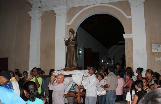 Junto a guayenses rendimos tributo  a  patrono San Antonio de Padua