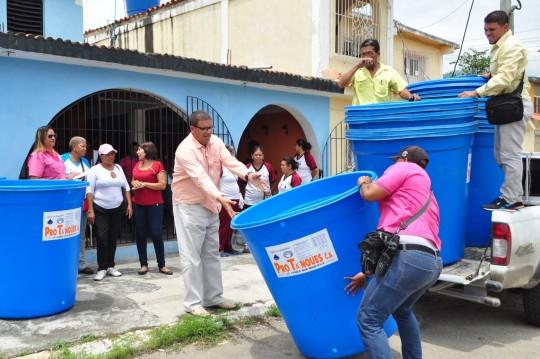 Dotamos con tanques de agua a Simoncitos Comunitarios del litoral