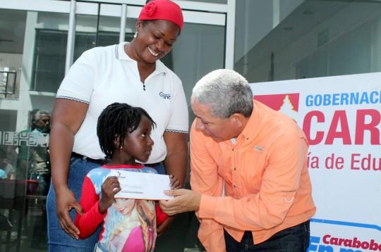 Hemos entregado 2 mil becas a hijos de docentes estadales