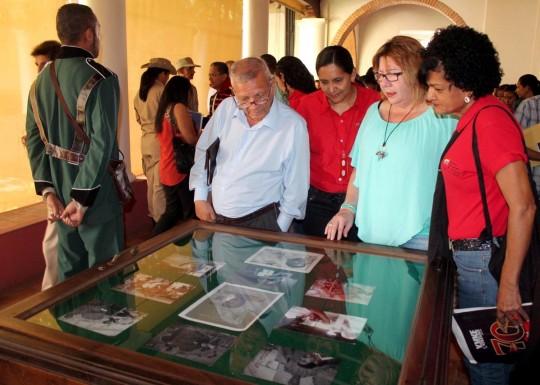 Honramos a Bolívar y Chávez con cultura