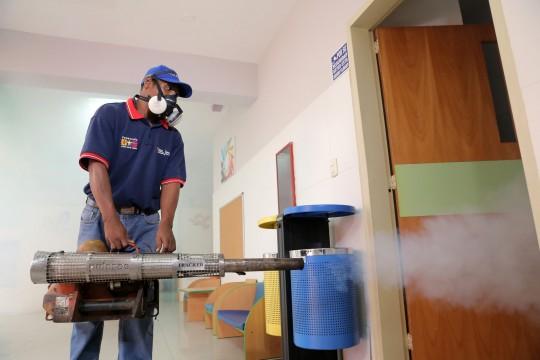 Fumigamos escuelas antes del inicio de las clases