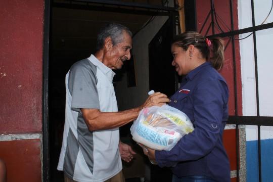 Beneficiamos a 16 mil familias con entregas de alimentos Casa por Casa
